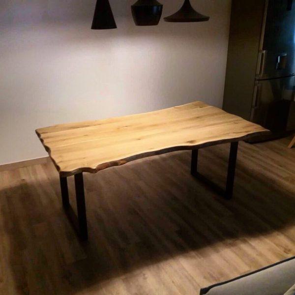 Τραπέζι τραπεζαρίας από μασίφ κορμό δρυς