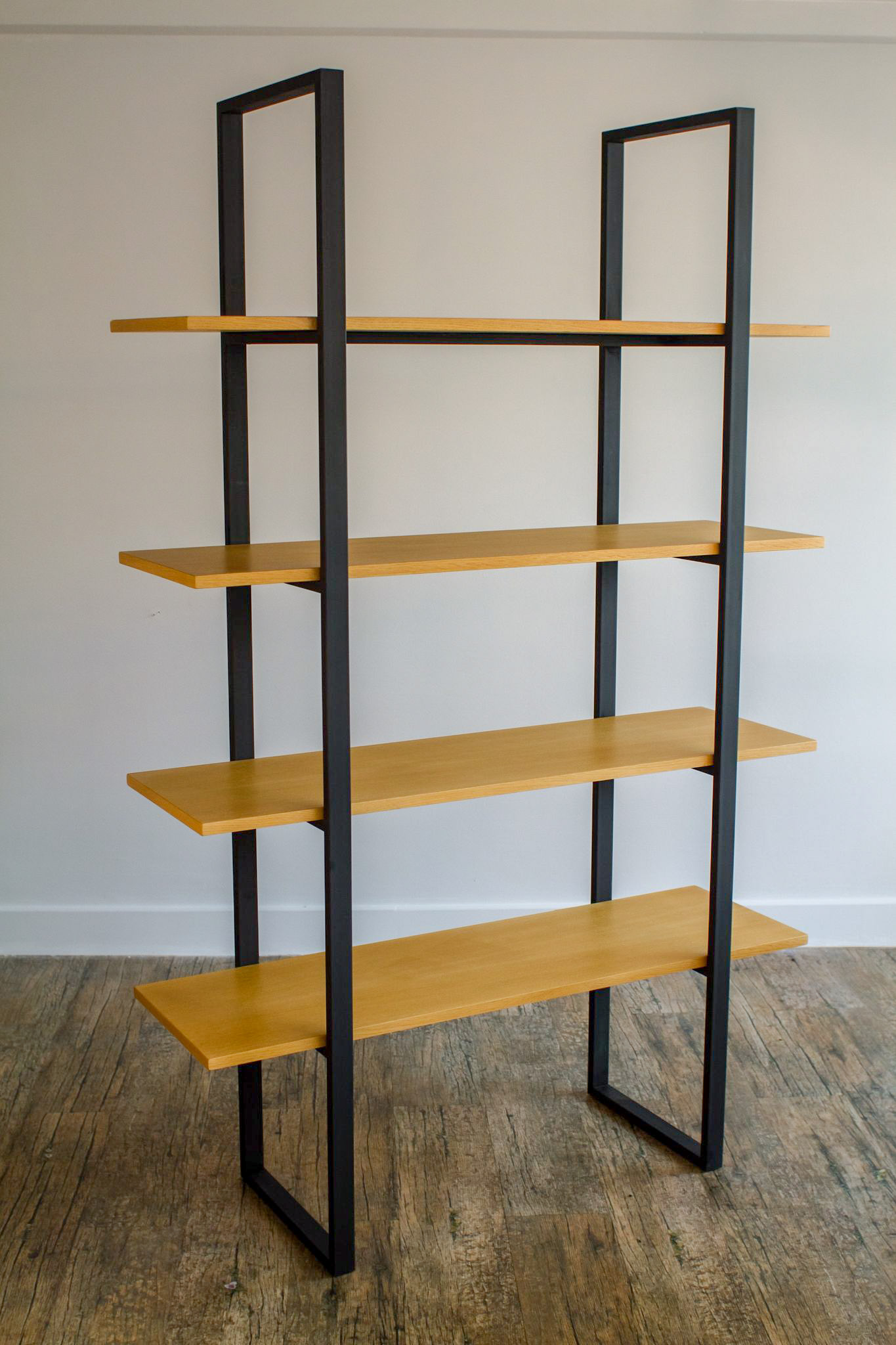 Χειροποίητη Ξύλινη Βιβλιοθήκη ελληνικής παραγωγής από μέταλλο και ξύλο.
