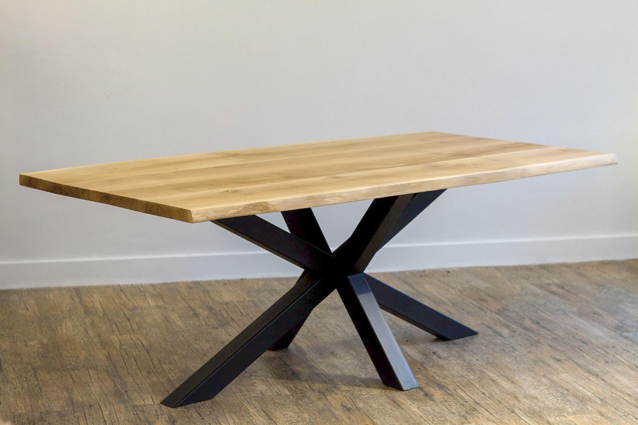 Τραπέζι Τραπεζαρίας Κορμός Δρυς Μασίφ κερωμένο με μεταλλική στιβαρή βάση. Χειροποίητο φυσικό έπιπλο Ελληνικής παραγωγής από επιλεγμένα ξύλα.